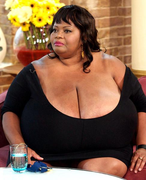 Największe naturalne piersi na świecie