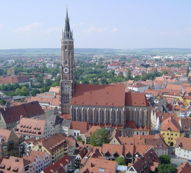 Wieża bazyliki w Landshucie
