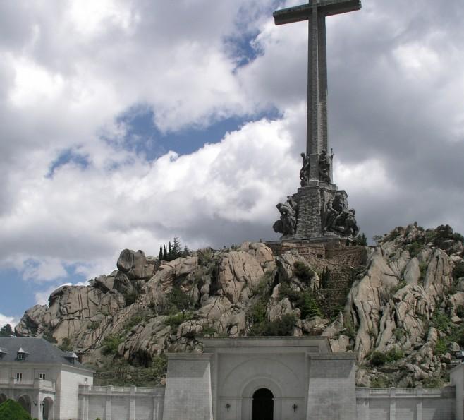 Krzyż w Dolinie Poległych